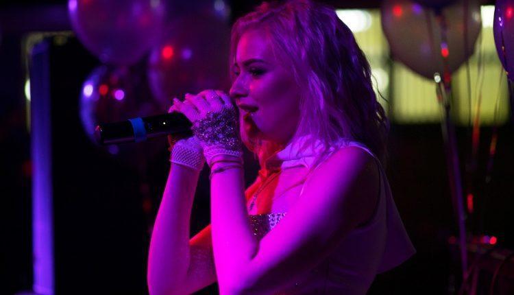 Певица AKVA отметила День рождения
