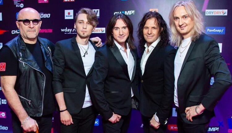Лауреат Русской Музыкальной Премии Телеканала RU.TV группа «Земляне» с рок-балладой «Одиночество»