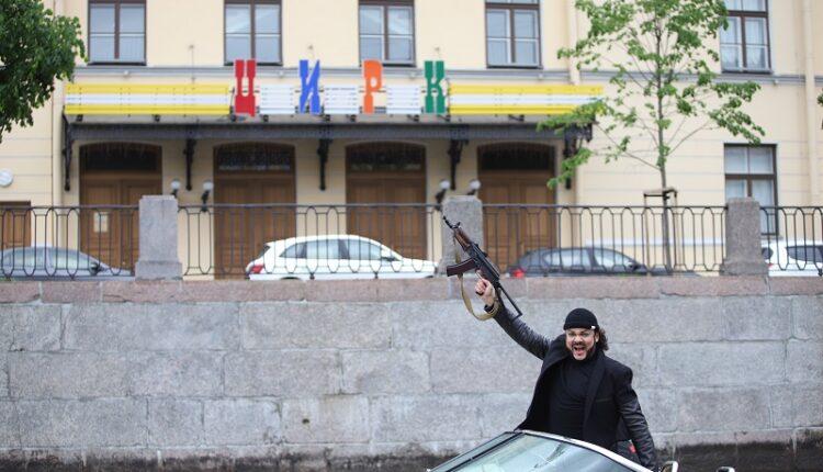 Ради съёмки клипа Филиппу Киркорову пришлось взять в руки автомат!