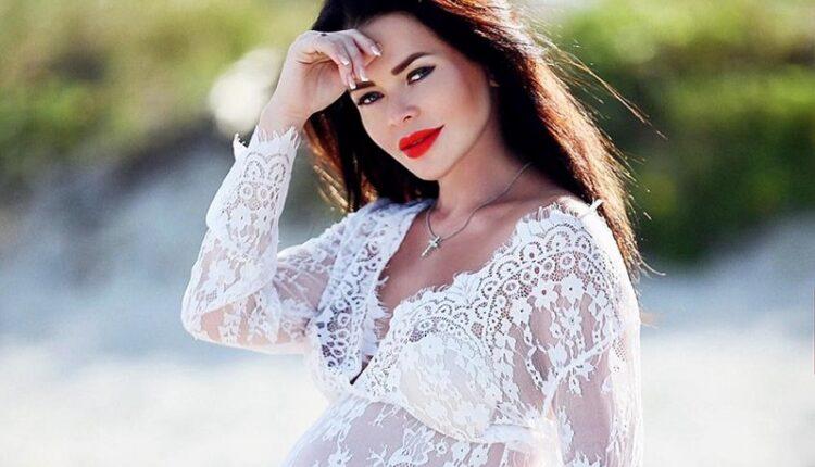Елена Князева впервые стала мамой