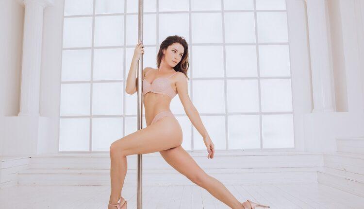 Актриса Лора Резникова установила дома пилон и развлекает подписчиков танцами по заказу
