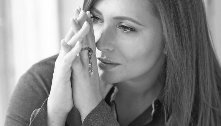 «Я знаю, мы расстанемся»: Анастасия Спиридонова выпустила новую песню