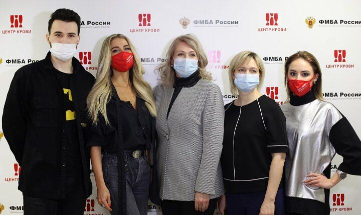Новогодняя донорская акция с участием известных артистов, блогеров и общественных деятелей прошла в Москве